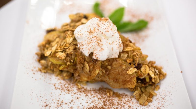 Recipe Rehab Season 1 Recipe How-To: Apple Oatmeal Crumb Pie With Whipped Topping